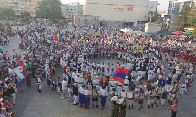 """Festivalul Internaţional """"Peştişorul de Aur"""", regal artistic în municipiu"""