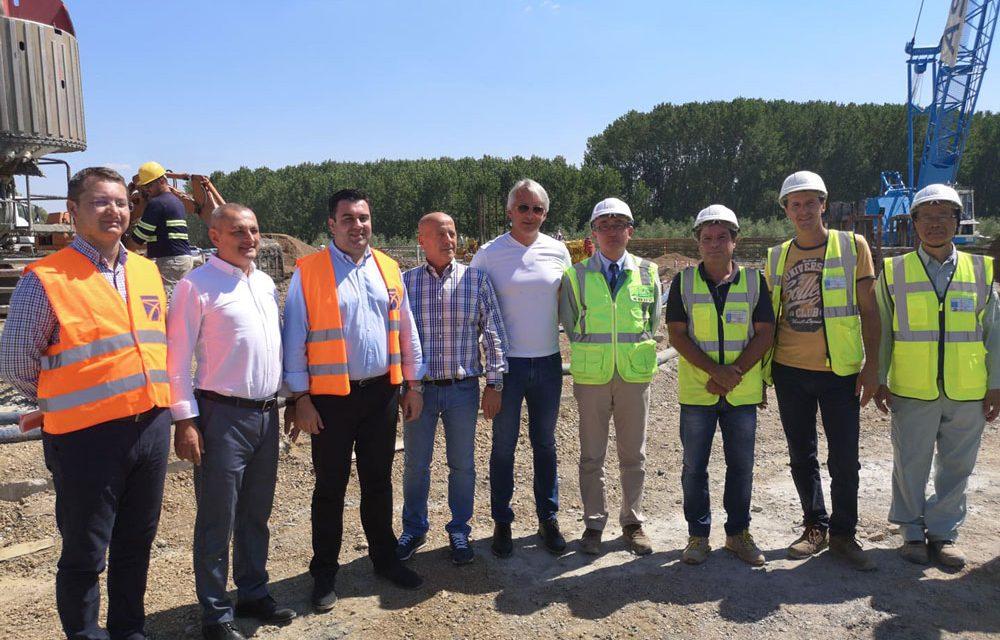 Miniştrii Cuc şi Teodorovici, despre podul peste Dunăre: Lucrările sunt în grafic