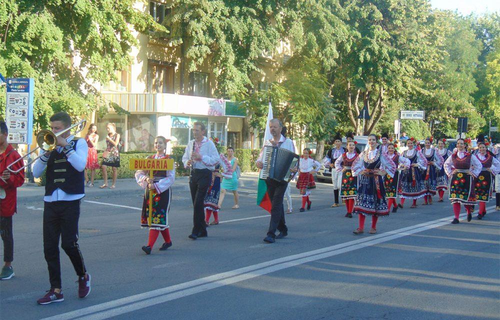 """Parada Portului şi Dansului Popular deschide Festivalul """"Peştişorul de Aur"""""""