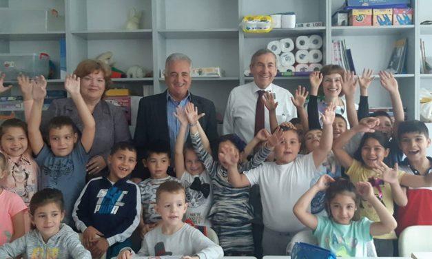 """Americanii donează 2.000 de dolari pentru locul de joacă al Şcolii """"Grigore Antipa"""""""