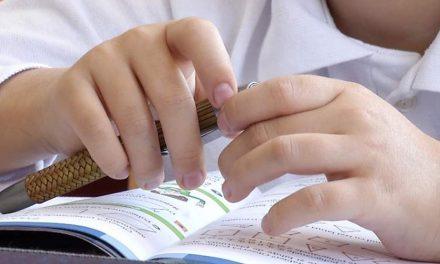 Burse de ajutor social pentru 20 de elevi ai Şcolii Speciale nr. 14