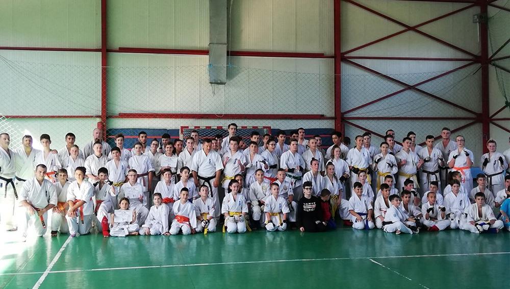 """Peste 100 de sportivi au răspuns provocării 50 kumite la """"Kyokushin Damashi"""""""