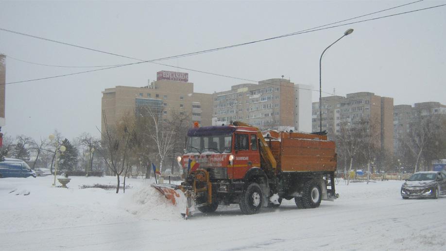 Primăria Tulcea, pregătită de iarnă cu materiale antiderapante
