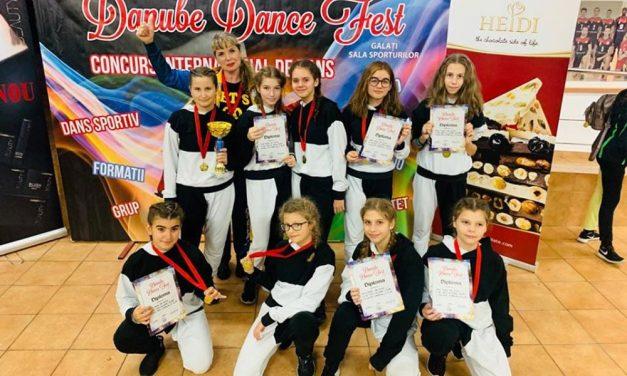 """Trupele de dansatori de la """"Let's go dance"""" au câştigat """"Internaţional Danube Dance Fest"""""""