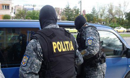 Doi bărbaţi din Măcin, arestaţi pentru trafic de minori şi proxenetism