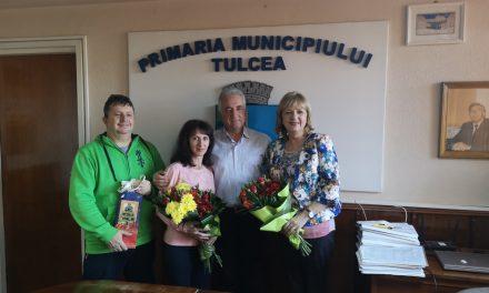 Nicoleta Ciortan şi Nicolaie Pănuţă, premiaţi de primarul Hogea de ziua numelui