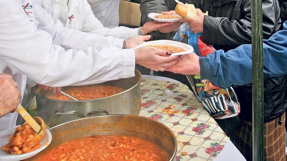 Consiliul Judeţean va oferi gratuit porţii de fasole cu cârnaţi, vin fiert şi ceai de Ziua Unirii