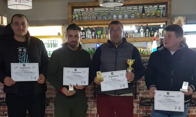 Şase-şase: Dan Hristu, campionul turneului local de table de la Izvoarele