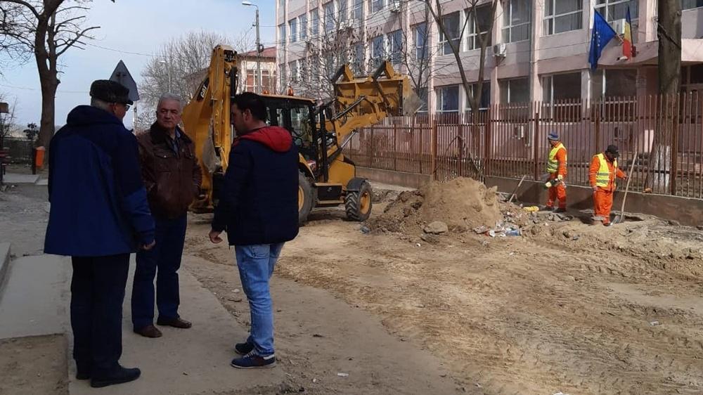 Marea asfaltare în municipiu a început cu strada Viitorului. Urmează Sabinelor, Spitalului şi Iuliu Maniu