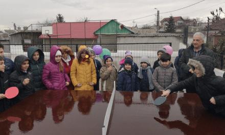 """Mese de tenis pentru elevii Şcolii """"Nifon Bălăşescu"""""""