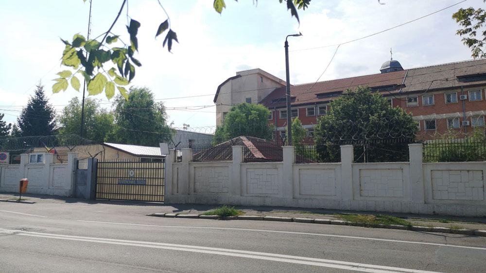 Percheziţii la Penitenciarul Tulcea: au fost confiscate cuţite improvizate,  un telefon mobil, bani şi alte obiecte