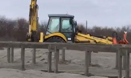 Primarul oraşului Sulina, sancţionat de autorităţile de mediu pentru că a dat cu nisip pe străzi
