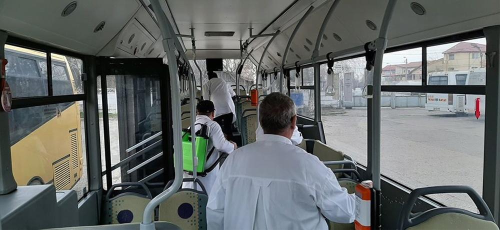 Autobuzele din municipiu, dezinfectate pentru prevenirea infectării cu coronavirus