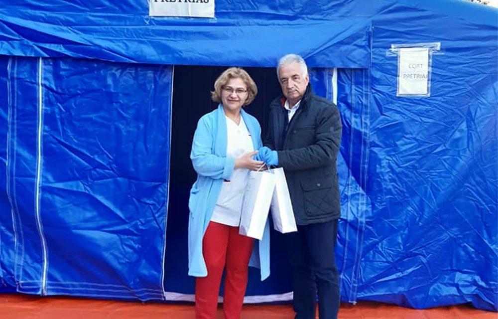 Primarul Hogea a împărţit măşti de protecţie taximetriştilor, poliţiştilor locali şi la Spitalul Judeţean