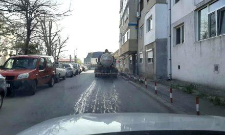 Străzile din municipiu, dezinfectate cu clor. Începe dezinfecţia parcurilor şi a locurilor de joacă