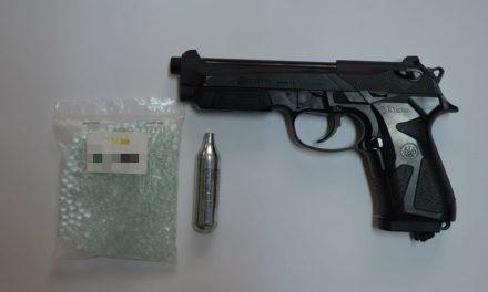 Un pistol şi 10.000 de ţigări de contrabandă, confiscate de poliţiştii  de frontieră la Garvăn