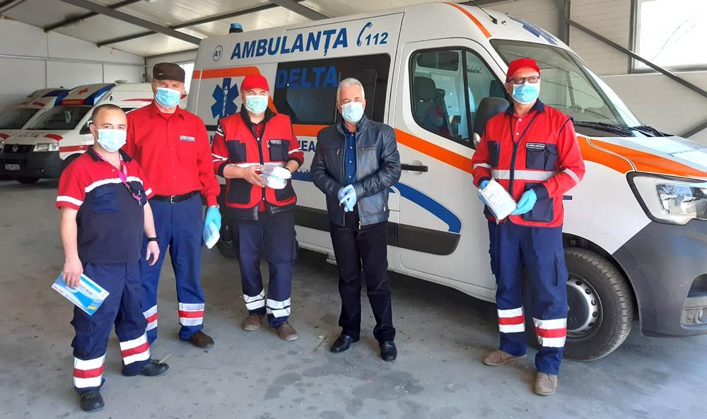 Primarul Hogea a donat echipamente de protecţie medicilor de familie şi ambulanţierilor de la Staţia de Salvare Delta