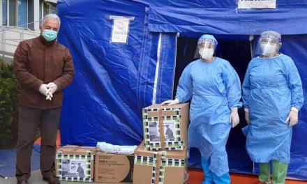"""Asociaţia """"Totul este posibil"""" şi primarul Constantin Hogea au donat materiale sanitare Secţiei Oftalmologie"""