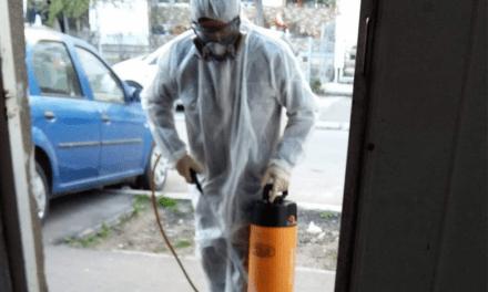 Începe montarea covoraşelor cu dezinfectant la scările de bloc din municipiu