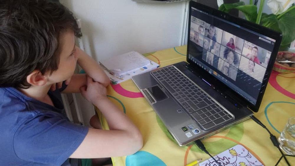 Peste 2.500 de elevi din judeţul Tulcea nu au dispozitivele necesare cursurilor online