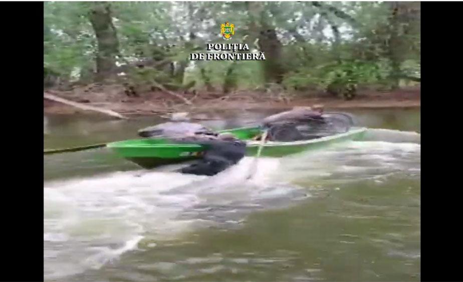 Poliţist de frontieră târât cu barca, de la un mal la altul, de braconieri