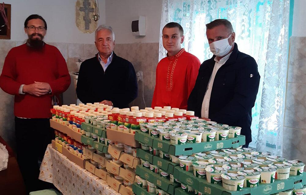 Primăria Tulcea este aproape de bătrâni: pachete cu produse lactate oferite vârstnicilor