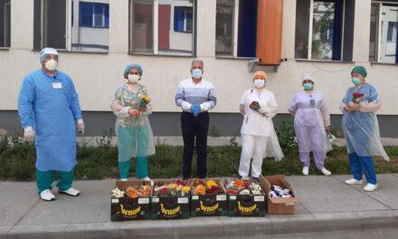 Primarul Hogea, alături de asistenţii medicali din municipiu, de ziua lor