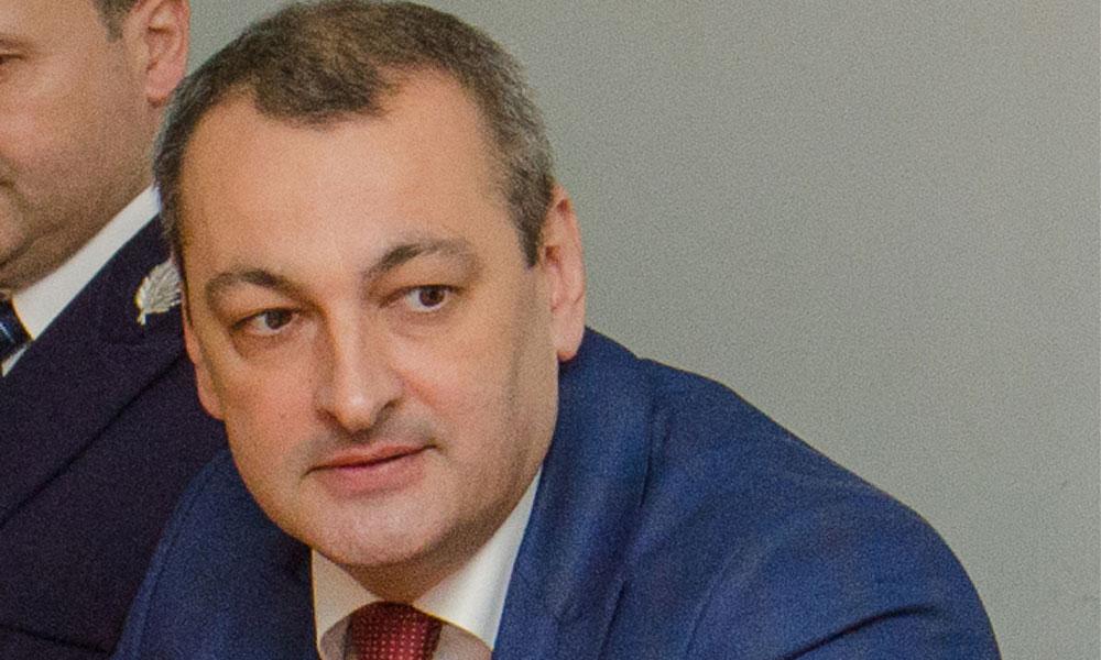 Statul plimbă anapoda banii românilor prin conturi în timp ce economia se prăbuşeşte