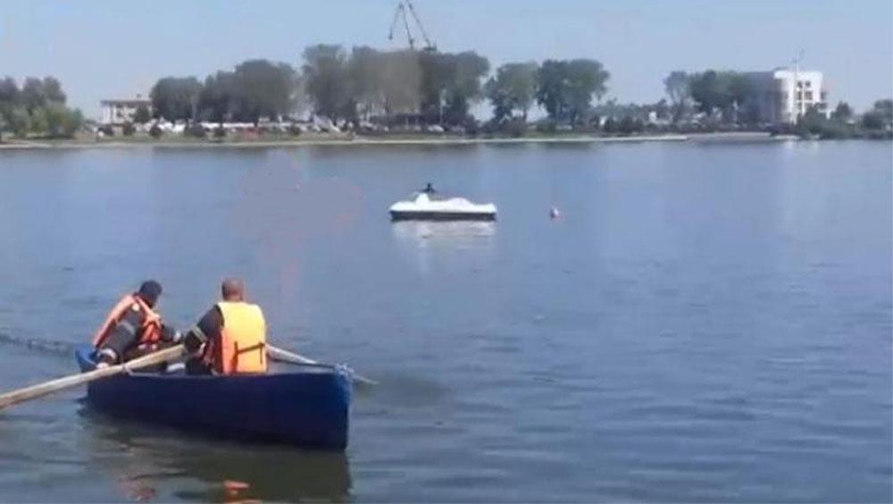 Plimbarea cu barca pe lacul Ciuperca, doar cu declaraţie pe propria răspundere