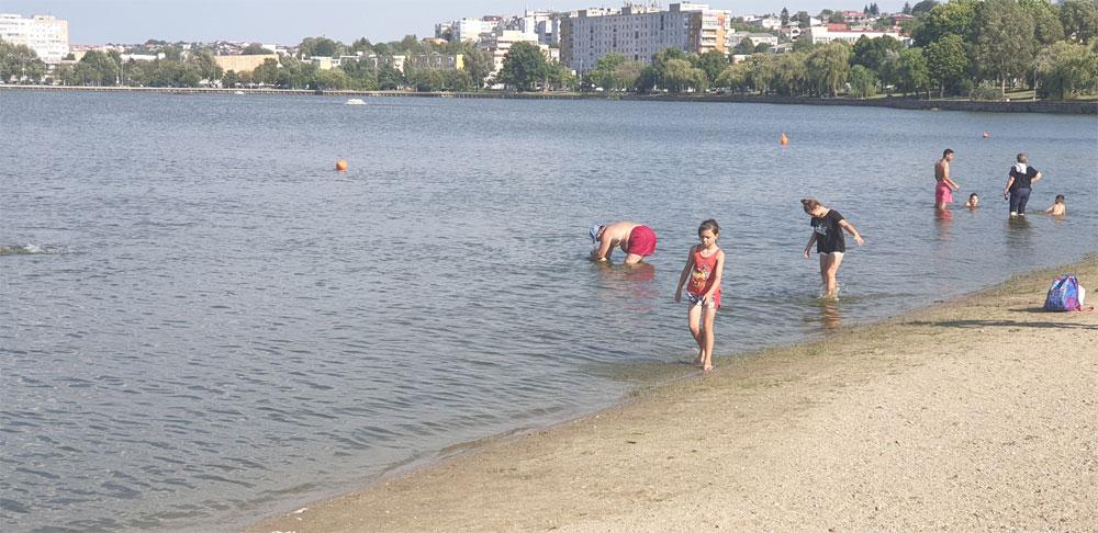 Apa este excelentă în lacul Ciuperca, dar scăldatul rămâne interzis
