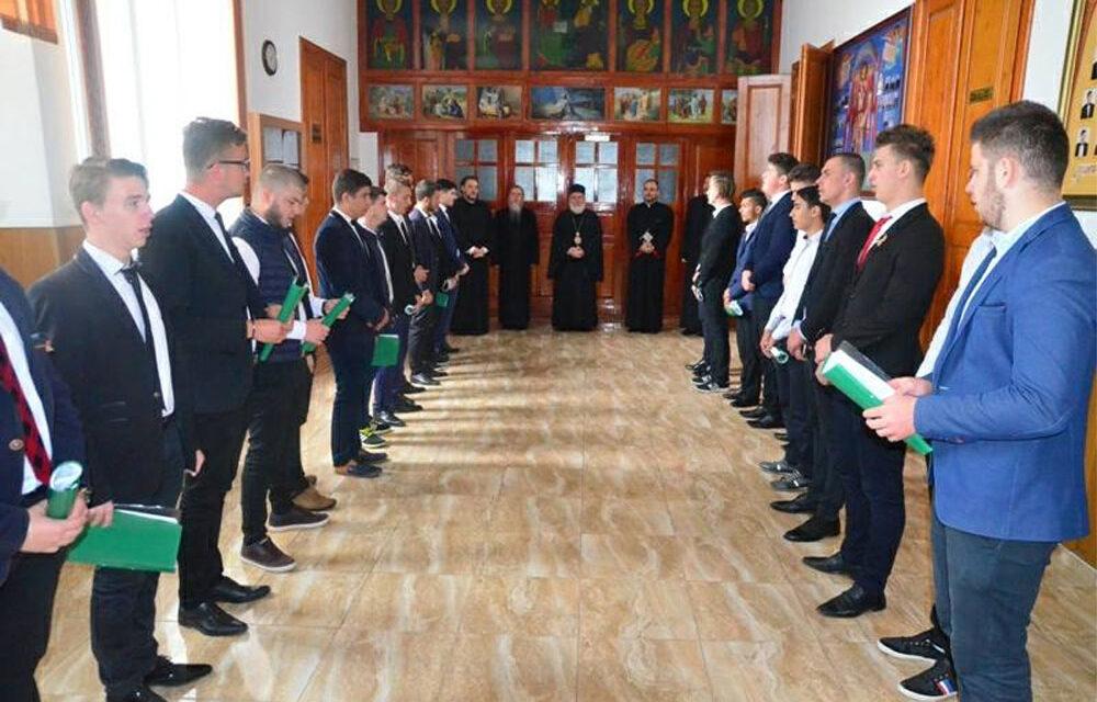Tinerii tulceni nu se mai bat pe locuri la şcoala de preoţie
