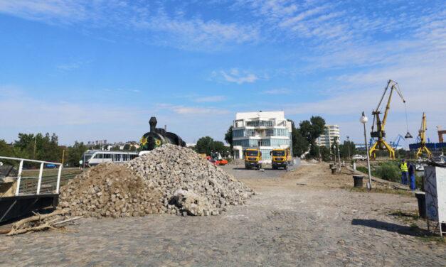APDM Galaţi a sesizat Poliţia pentru distrugerea pavelelor de pe faleza Tulcea