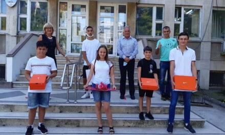 Cinci sportivi tulceni premiaţi de primarul Hogea în cadrul proiectului Micii Campioni