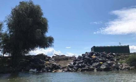 Societate de turism din deltă amendată cu 100.000 de lei, din cauza gunoiului