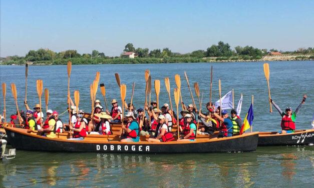 Caravana AUR: tură de cinci zile de vâslit în canotci şi caiace, prin Delta Dunării