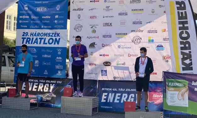 Dumitrel Safca şi Vicenţiu Manole de la Aqua Vita Delta Tulcea, campioni la triatlon