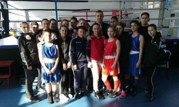 Pugilistele de la CSM Danubiu Tulcea participă la Campionatul Naţional de Box Feminin