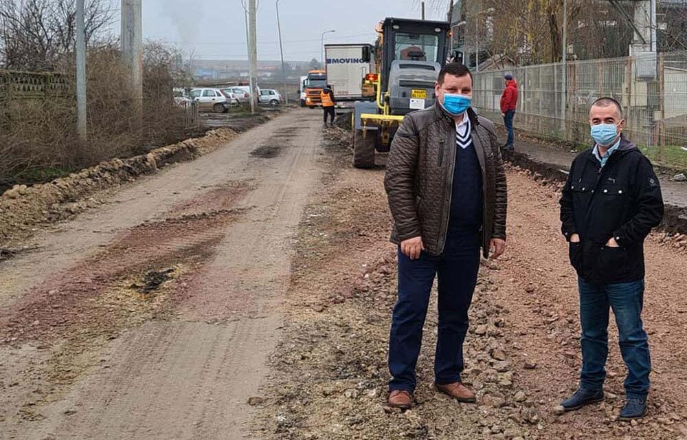 Primarul Ştefan Ilie a intrat cu buldozerele pe strada Forestierului