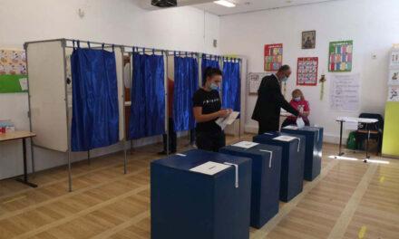 Măşti de protecţie şi substanţe dezinfectante pentru siguranţa tulcenilor care vin la vot duminică