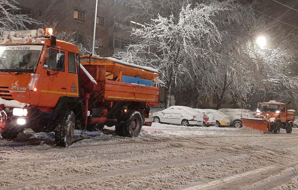 Prima ninsoare la Tulcea, primele utilaje de deszăpezire în acţiune