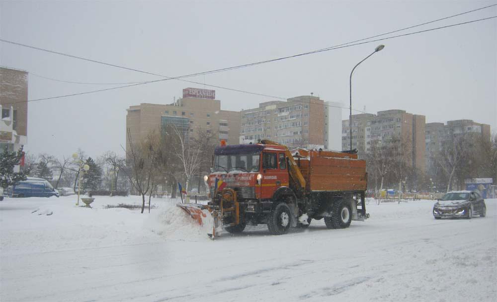 Judeţul Tulcea, sub cod galben de ninsori: autorităţile locale au suplimentat stocurile de iarnă