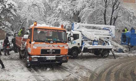 Tulcea sub zăpadă: sute de reclamaţii pe adresa primăriei
