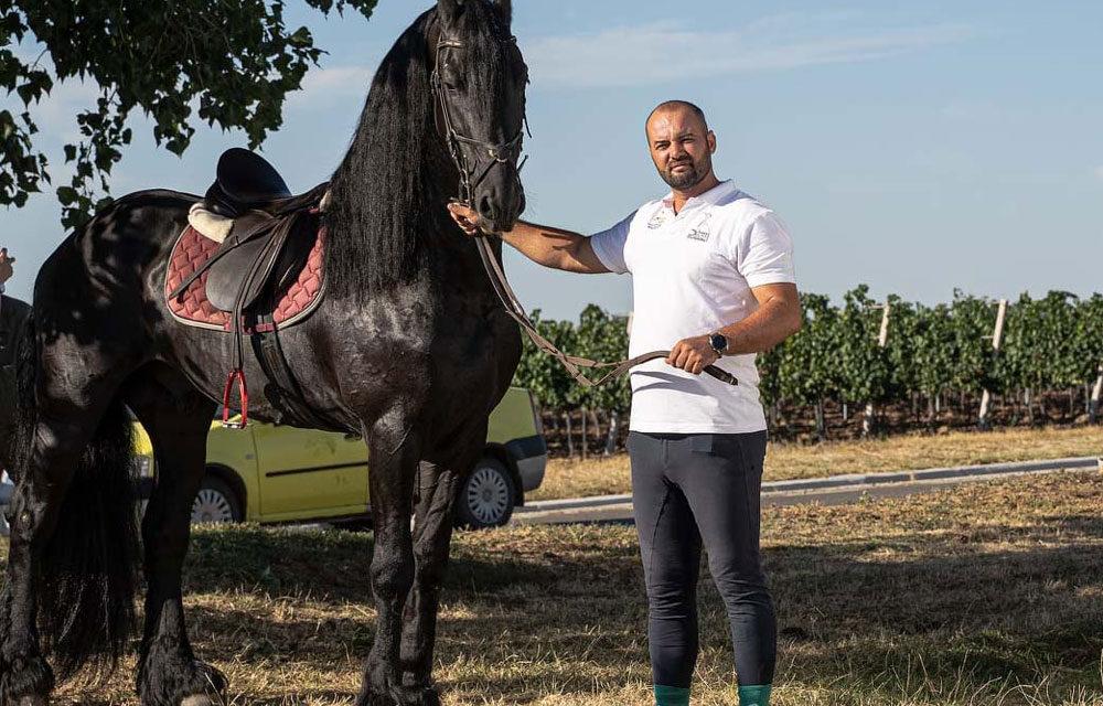 """Dr. Ştefan Răileanu: """"Prezenţa cailor în viaţa oamenilor poate să fie sport, terapie şi spectacol"""""""
