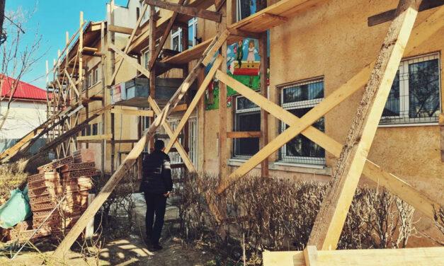 Începe demolarea garajelor în municipiu: primele, cele de lângă Grădiniţa Nr.13