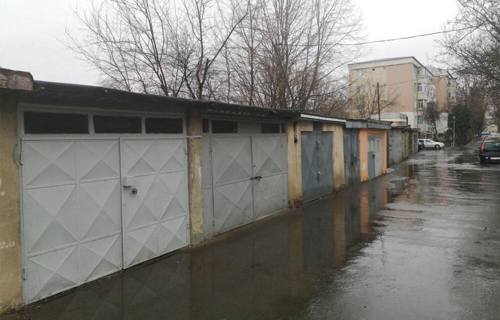 Proprietarii de garaje construite ilegal în municipiu îşi demolează singuri construcţiile