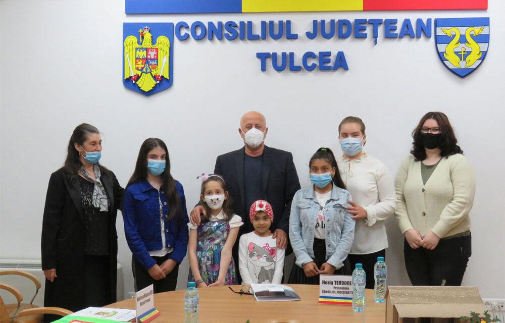 """Câştigătorii concursului """"Poveştile Copilăriei"""", premiaţi de preşedintele Teodorescu"""