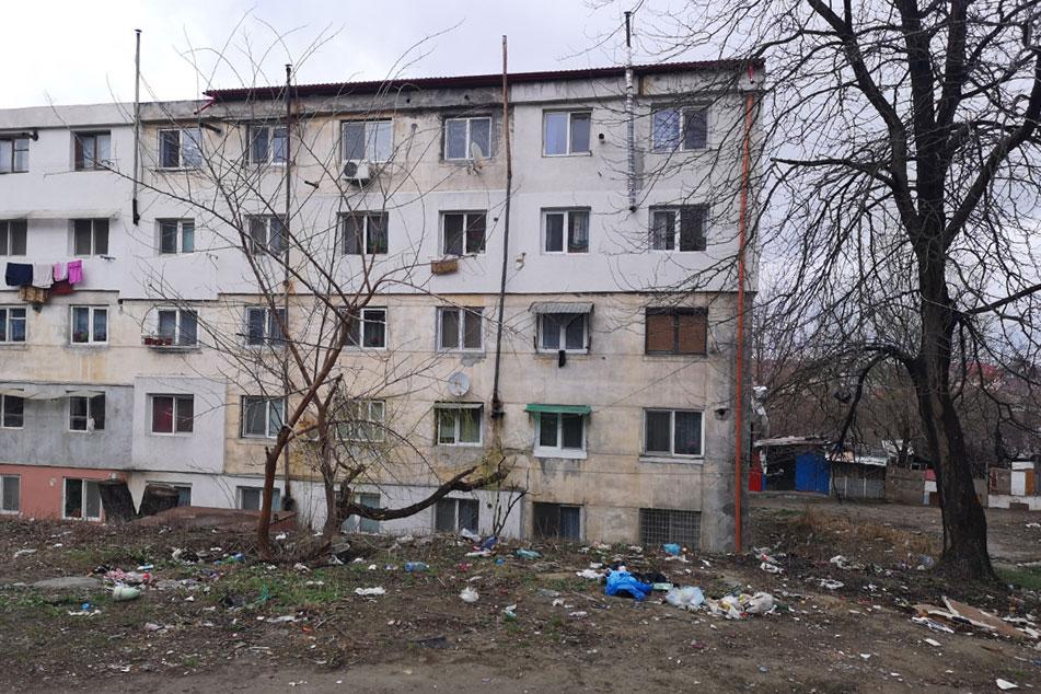 Tulcenii care locuiesc abuziv în blocurile C3 de pe strada Labirintului vor fi evacuaţi