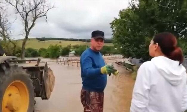 Ploile au făcut ravagii în judeţ: Zeci de case afectate de precipitaţiile abundente