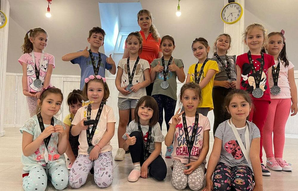 Dansatorii de la Let's Go Dance Tulcea, medalii de aur, argint şi bronz