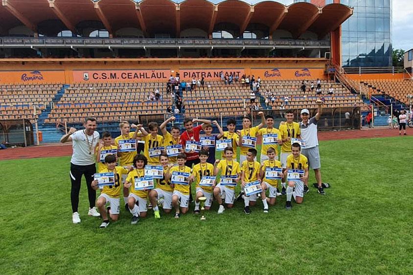 """Fotbaliştii de la Victoria Delta Tulcea, locul I la Turneul Naţional """"GoldCup"""", de la Piatra Neamţ"""